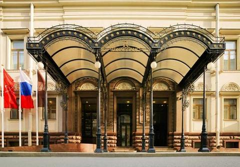 The entrance to our hotel, the Renaissance St. Petersburg Baltic.