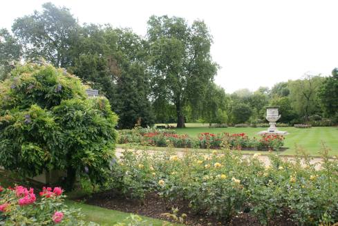 The rose garden and the Waterloo Vase (courtesy of The British Monary Facebook page).