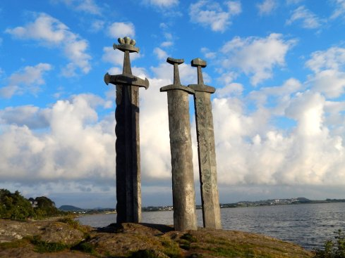 sverd_i_fjell_2_by_seraphinwings-d6kgz3t